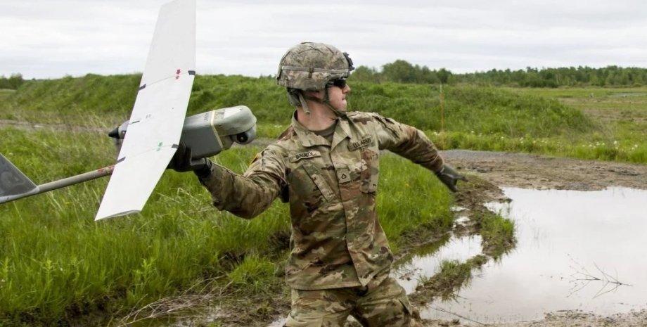 Солдат армии США, беспилотный дрон