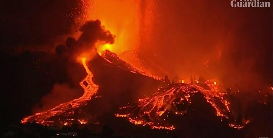 Власти эвакуировали более 5 тысяч человек после извержения вулкана на Канарах