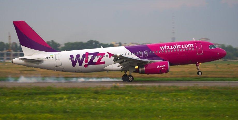 """Airbus A320 Wizz Air-Украина в аэропорту """"Жуляны"""" / Фото: Wikipedia"""