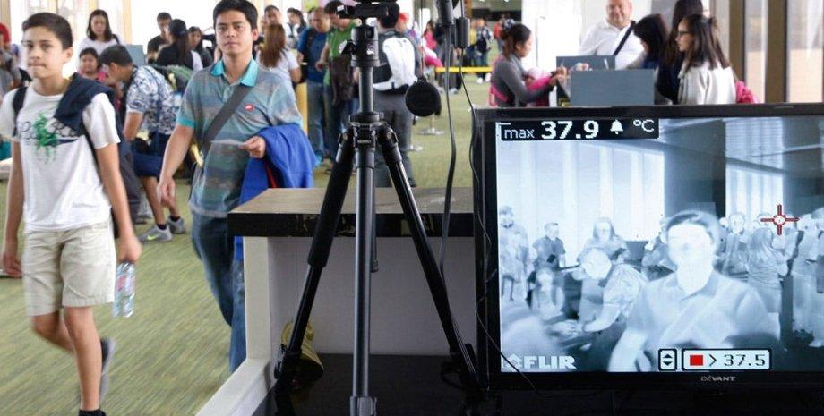 Температурный сканер работает в аэропорту Манилы, Филиппины. Фото: OneNews.ph