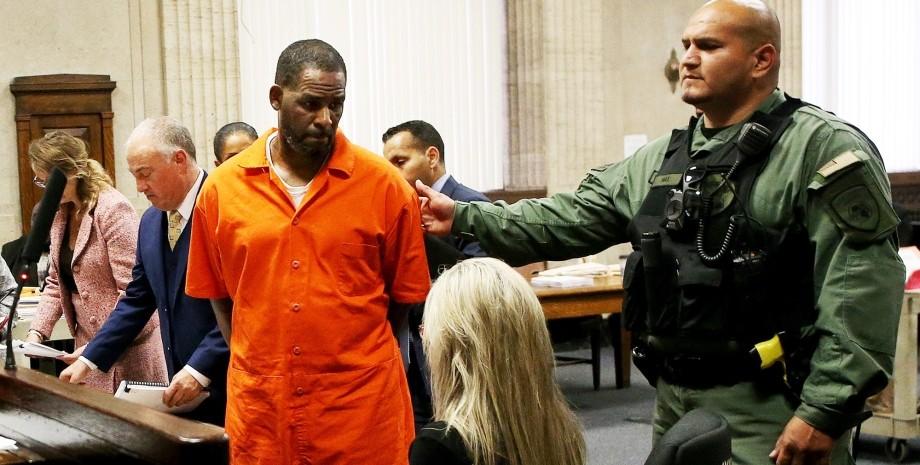 Рэпера R.Kelly признали виновным в рэкете и торговле людьми