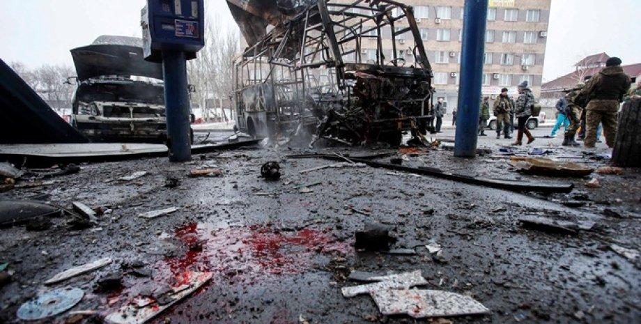Последствия обстрела автостанции в Донецке / Фото: Reuters