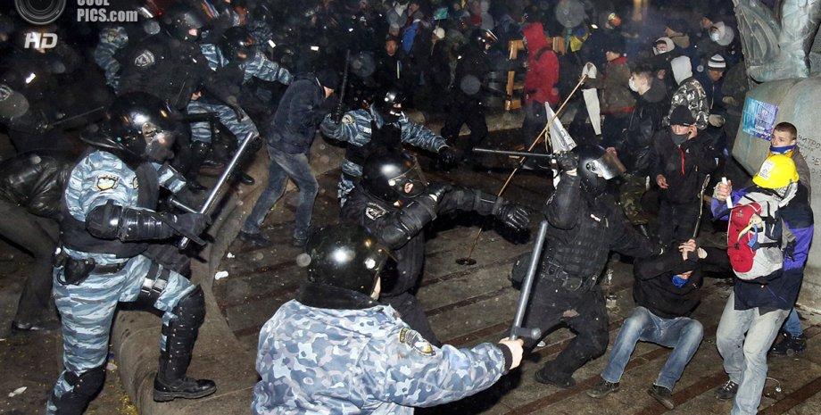 Разгон Евромайдана 30 ноября / Фото: STR/AFP/Getty Images