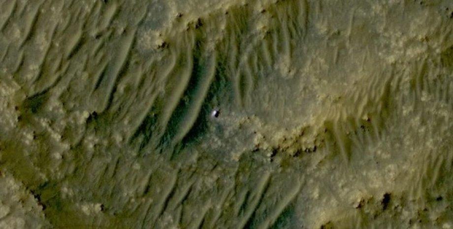 Фотография марсохода Perseverance с орбиты Марса