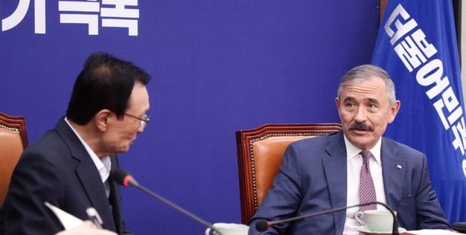 Посол США в Южной Корее Гарри Харрис (справа)/Фото: Twitter