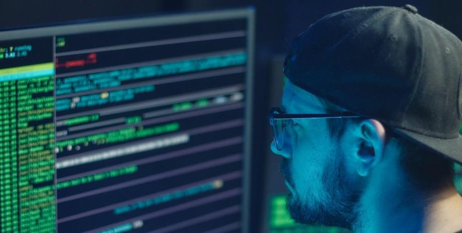 хакер, кіберзлочинець