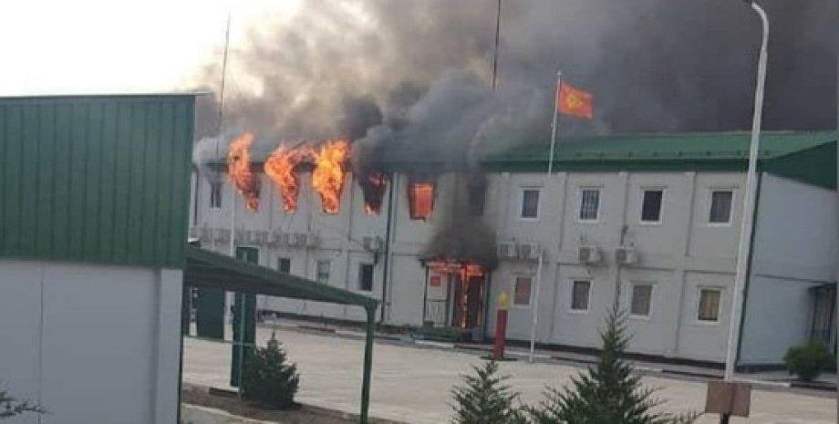 Киргизстан, Таджикистан, Збройний конфлікт, Конфлікт, Кордон, Підпалив, Село