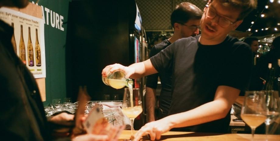 алкоголь, пляшки, нові правила продажу алкоголю в 2021, продаж алкоголю нові правила