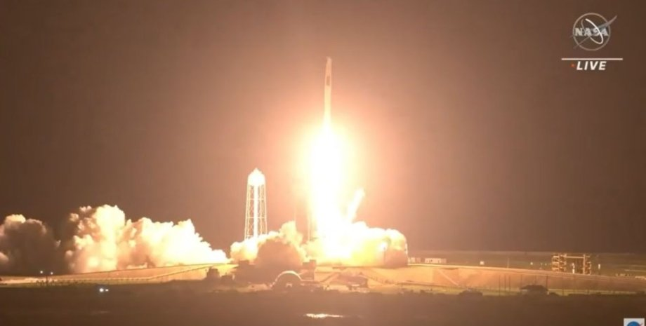 Crew Dragon, SpaceX, МКС, астронавты