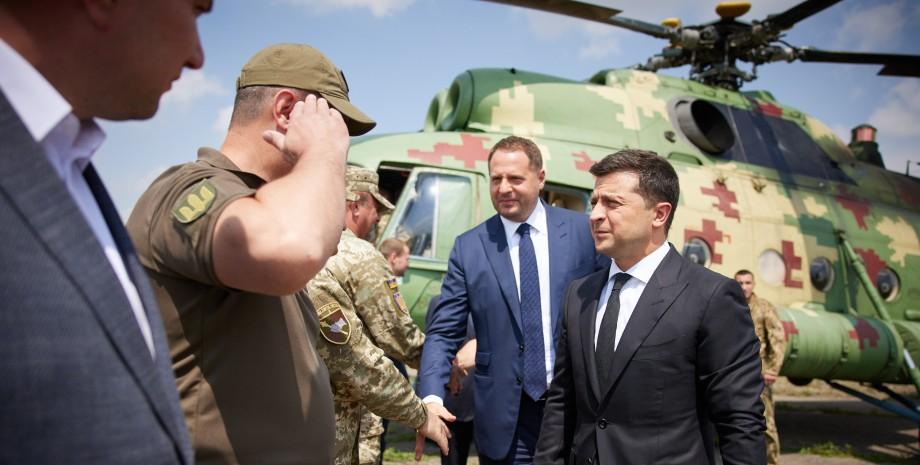 Володимир Зеленський і Андрій Єрмак зустрічаються з військовими