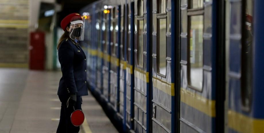 Проводница в метро, Киевский метрополитен, вагон метро