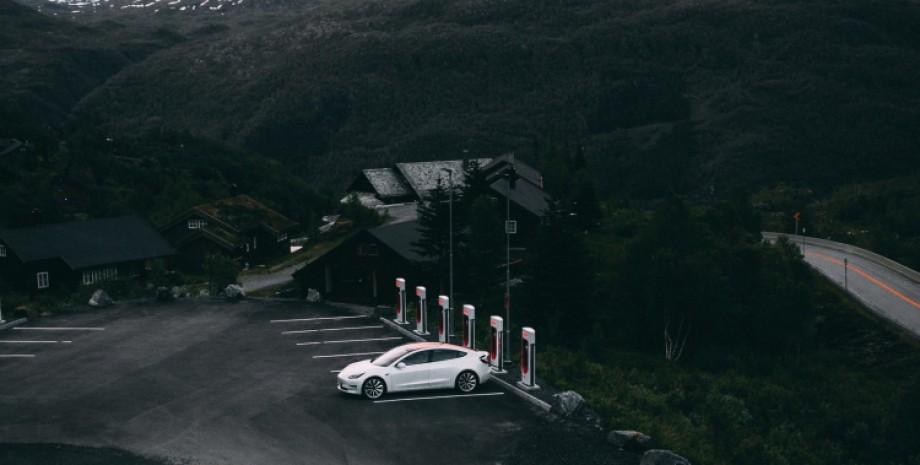 Tesla, Supercharger, сеть зарядных станций Tesla