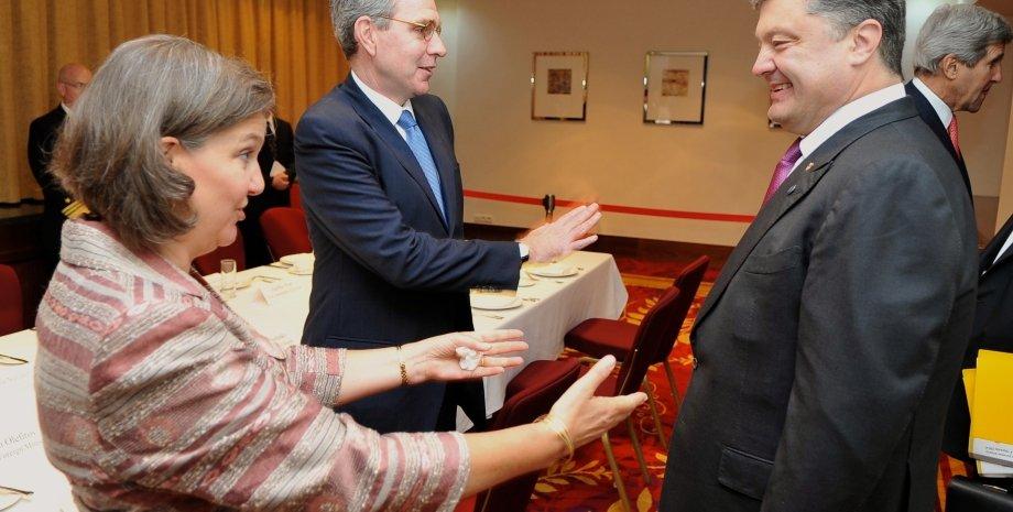Петр Порошенко и Виктория Нуланд / Фото пресс-службы президента