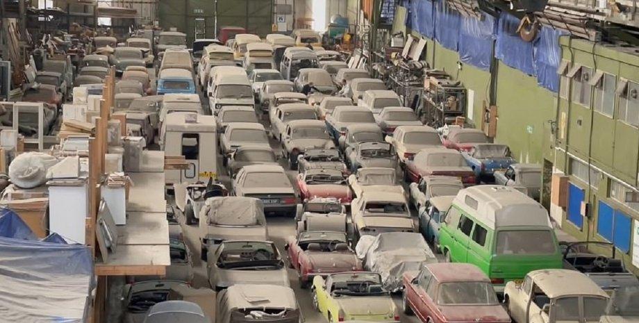 коллекция автомобилей, ретро, ретро авто, классические автомобили, склад авто, BMW, MG, Porsche, Nissan, VW, Land Rover