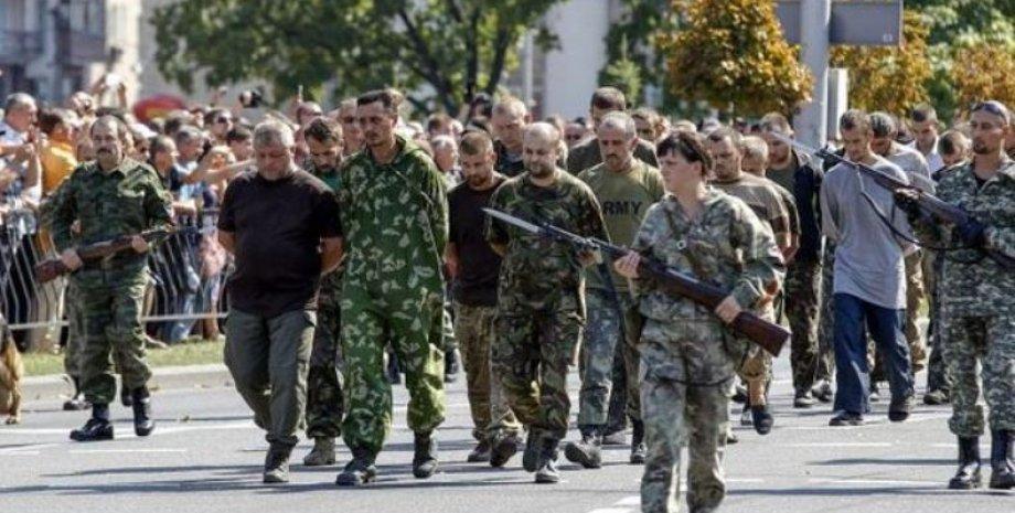 Пленные украинские военные в Донецке
