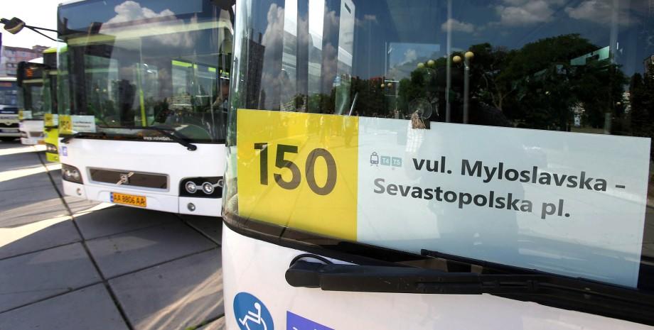 табличка в автобусі, номер автобуса, латиниця
