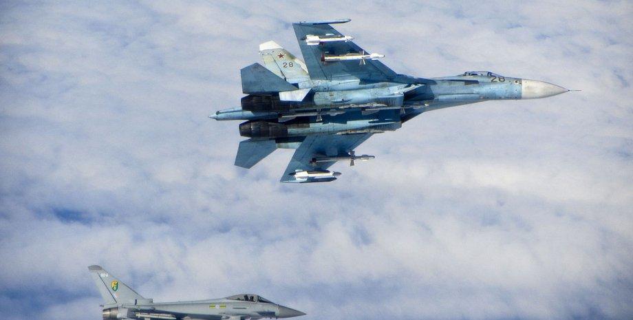 """Российский Су-27 и британский """"Тайфун"""" над Балтикой / Фото из открытого источника"""