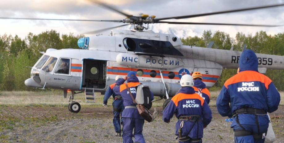 МЧС занимается поиском 8 людей, пропавших после крушения Ми-8