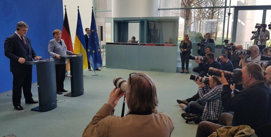 Петр Порошенко и Ангела Меркель / Фото: twitter.com/STsegolko