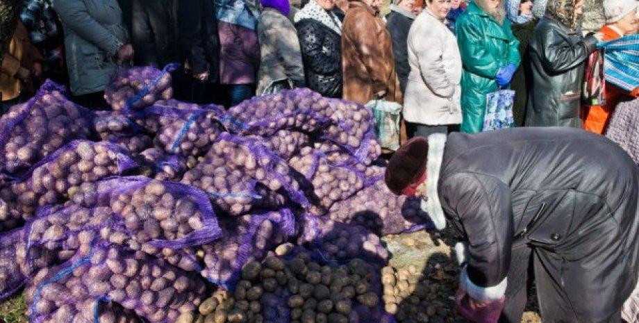 Жители оккупированного Донбасса / Фото: novayagazeta.ru