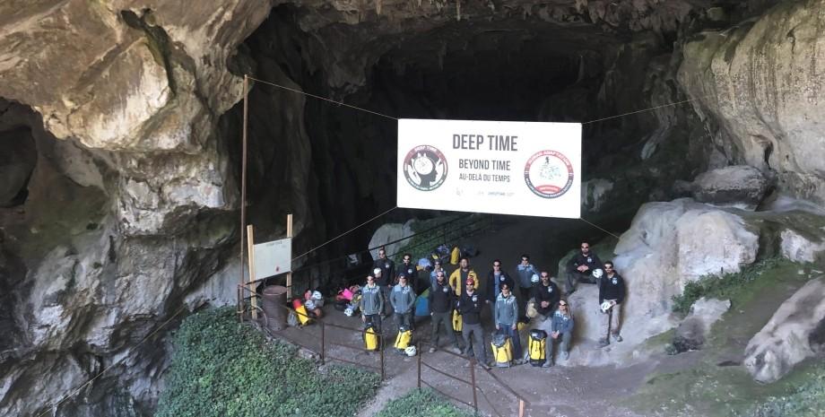 вчені, добровольці, печера, ізоляція