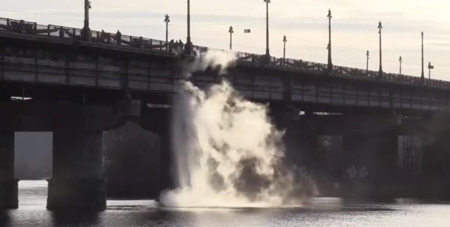 мост патона, поток воды, фото