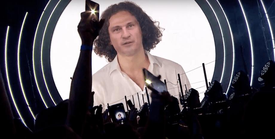 """Концерт на """"Олимпийском"""" ко Дню независимости: на шоу выступил """"оживший"""" Кузьма"""