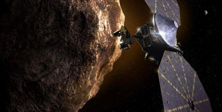 """Космічний апарат """"Люсі"""" біля троянського астероїда. Ілюстрація."""