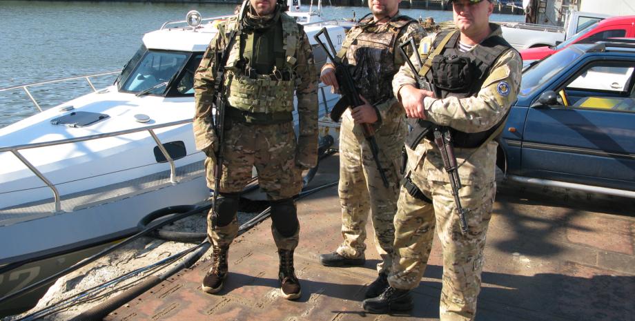 Руководители Мариупольского погранотряда после возвращения с боевого дежурства на UMC-1000 / Фото: Дмитрий Синяк