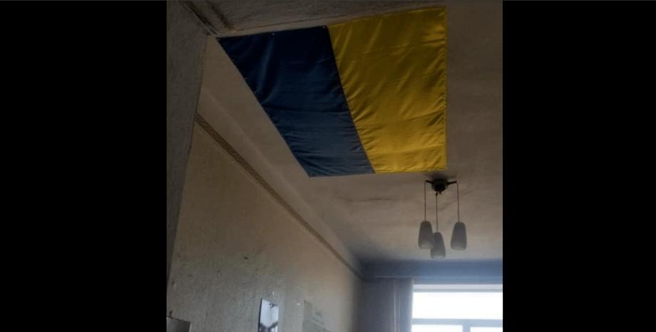 Николаевская РГА, дыру в потолке закрыли флагом Украины