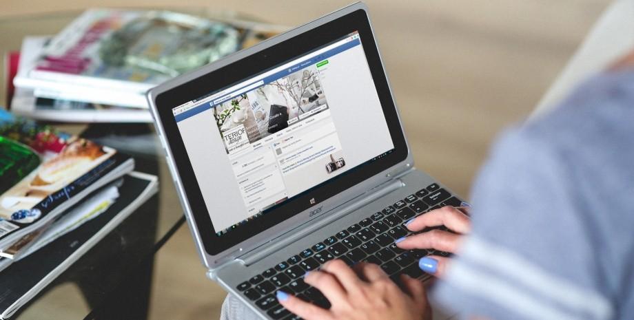 Ноутбук, фейсбук