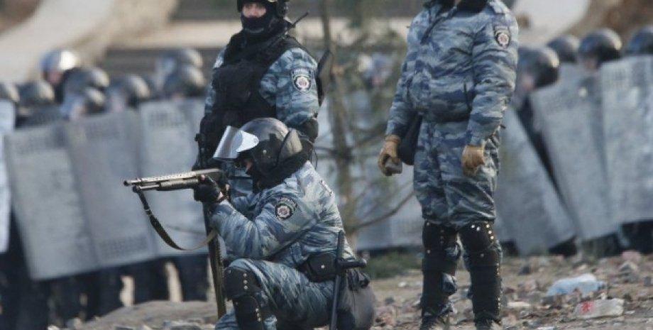 Беркутовцы расстреливают евромайдановцев / Фото: УНИАН