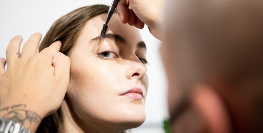 макияж бровей - работает мастер бровист
