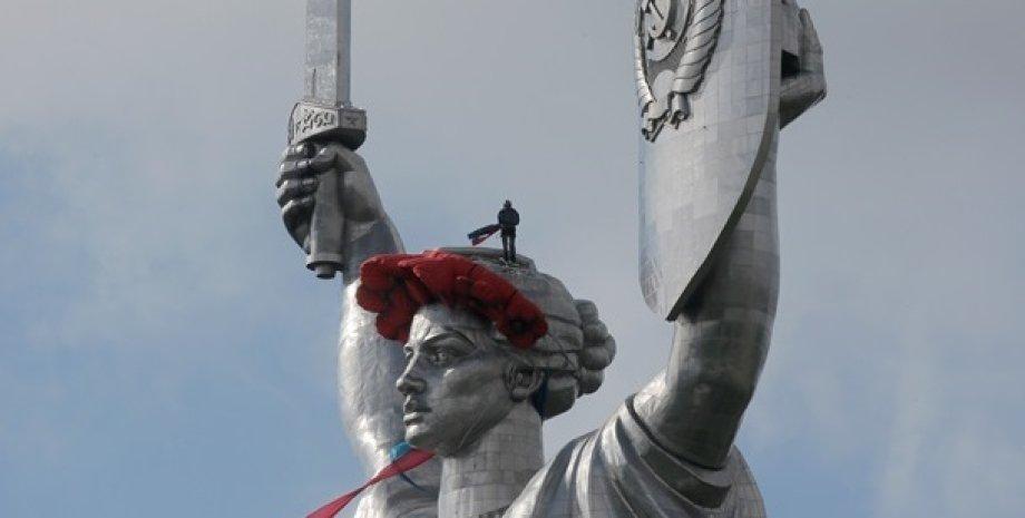 """Монумент """"Родина-Мать"""" / Фото: korrespondent.net"""