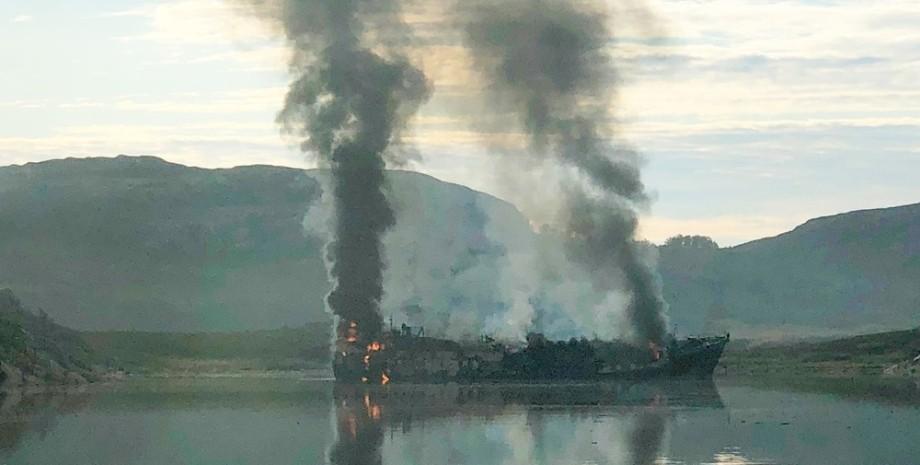 судно, таманго, пожар, киркинес, фото