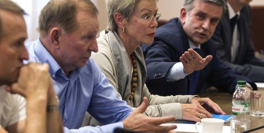 На переговорах в Минске в сентябре 2014 г. / Фото: ТСН