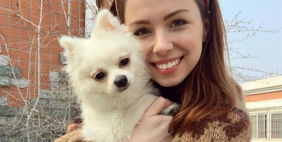 Анастасия Зинченко с собачкой Мишель / Фото: Instagram nastyazinchenko_