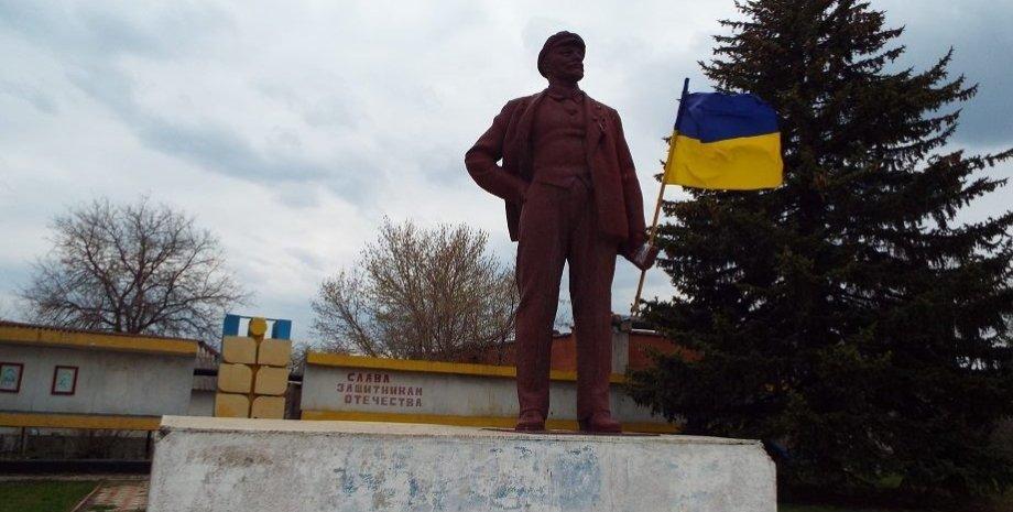 Памятник В.И.Ленину в Станице Луганской / Фото пресс-службы Луганской ОГА