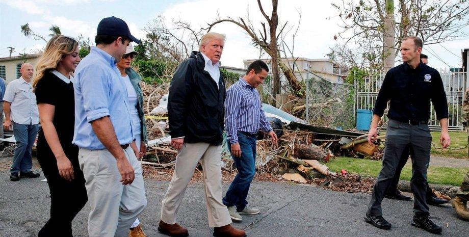"""Дональд и Милания Трампы в Пуэрто-Рико после урагана """"Мария""""/Фото: NBC News"""