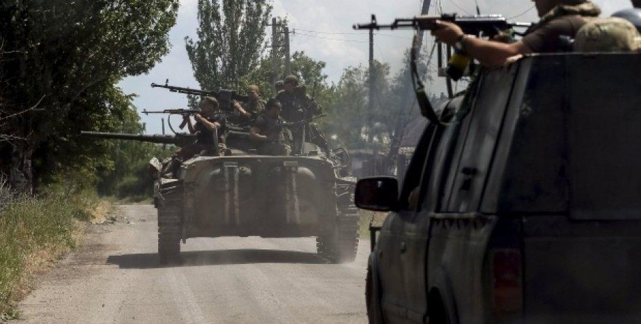 Бойцы АТО под Марьинкой / Фото: Reuters