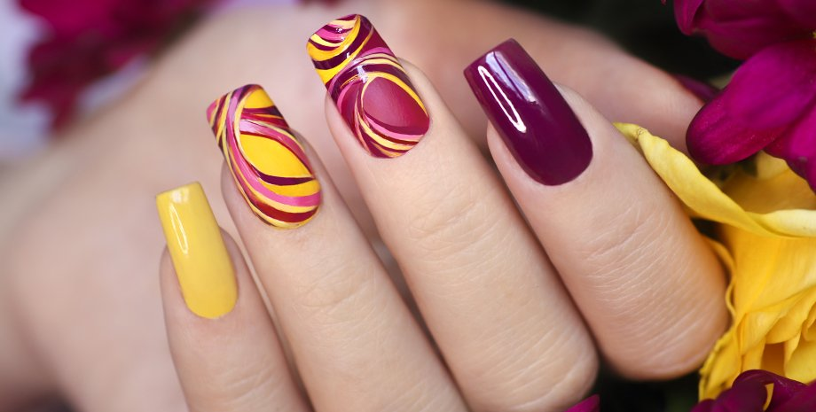 кольоровий манікюр, тренди манікюру, дизайн нігтів, нігтьовий дизайн, тренди манікюру жовтень 2021