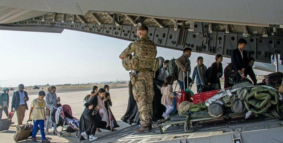 эвакуация из афганистана, афганистан самолет люди, аэропорт кабул