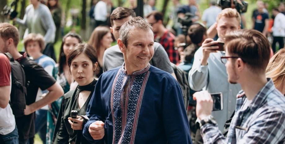 СМИ назвали имя женщины, родившей сына Святославу Вакарчуку