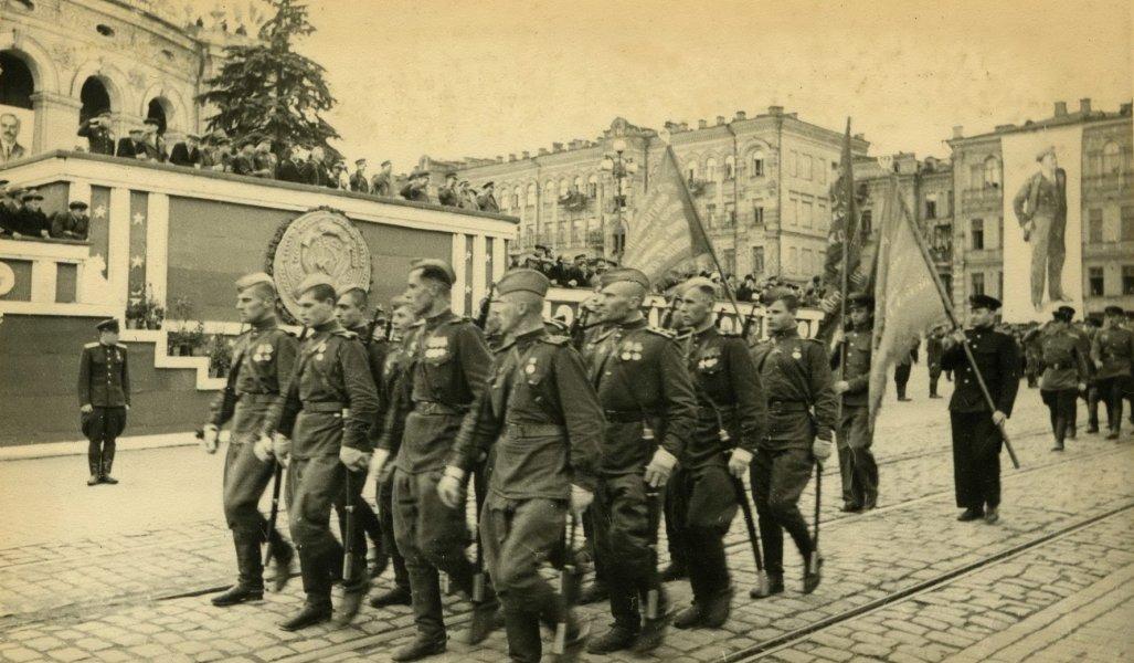 парад в киеве, ретро фото, советская армия, парад 1945