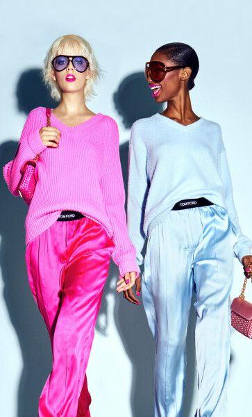 Модели в шелковых нарядах