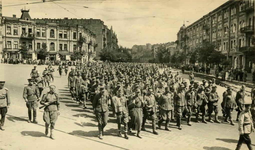 парад в киеве, ретро фото, немецкие военнопленные, пленные немцы