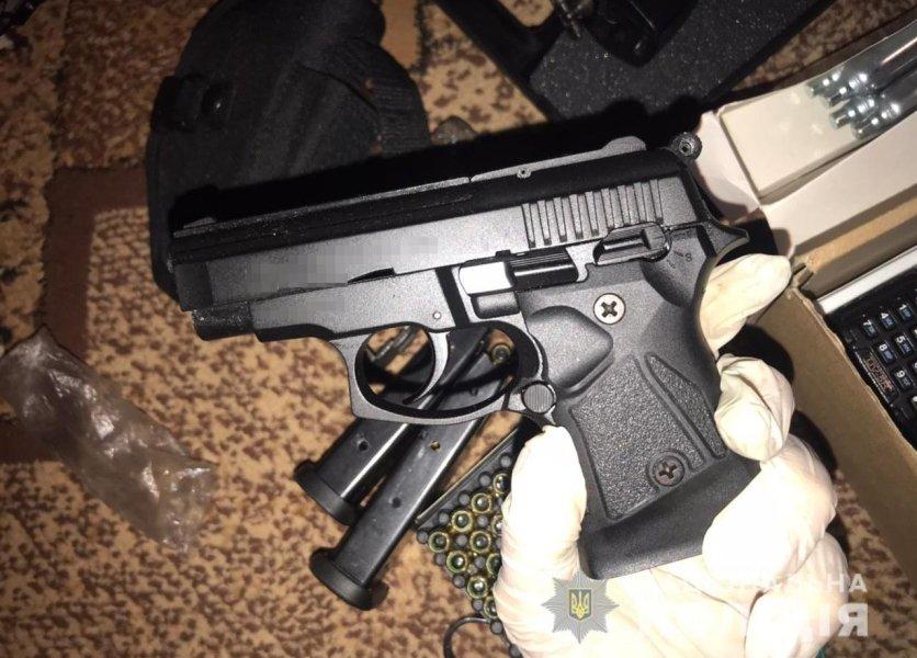 Пистолет, обыск, оружие